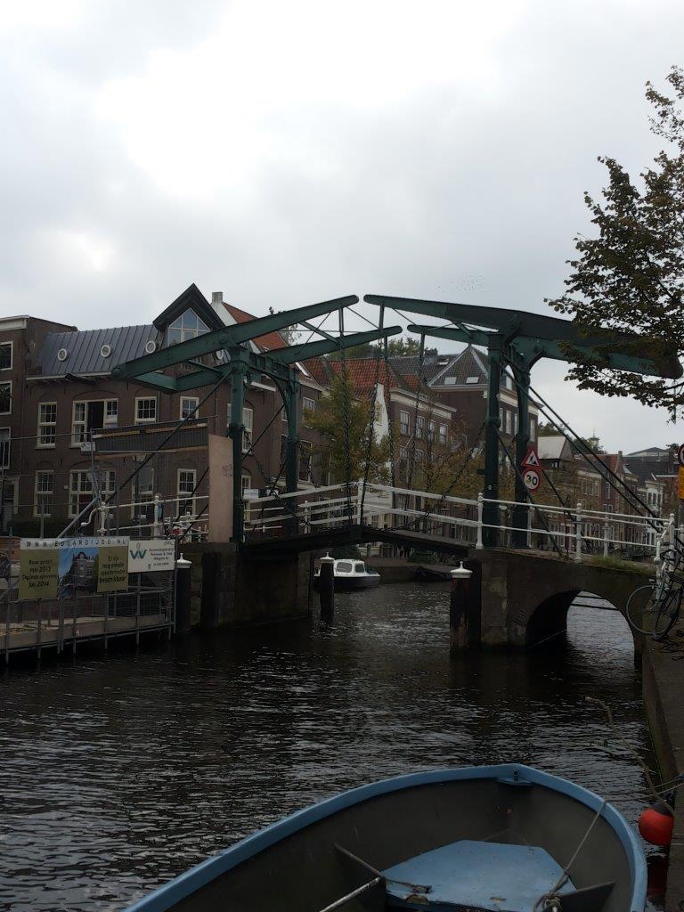 drawbridge over the Old Rhine, Leiden