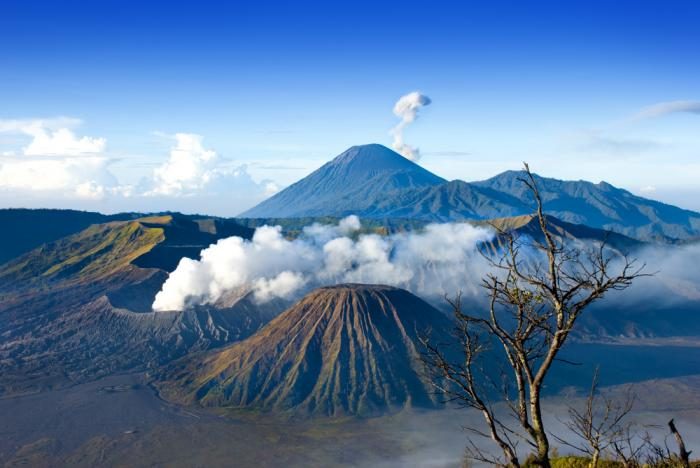 Indonesia facts: volcanoes