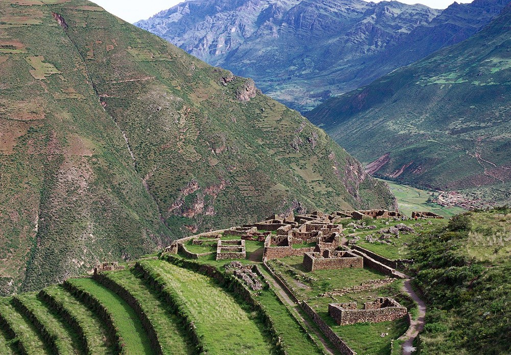 visit Incan ruins in Peru - Pisaq