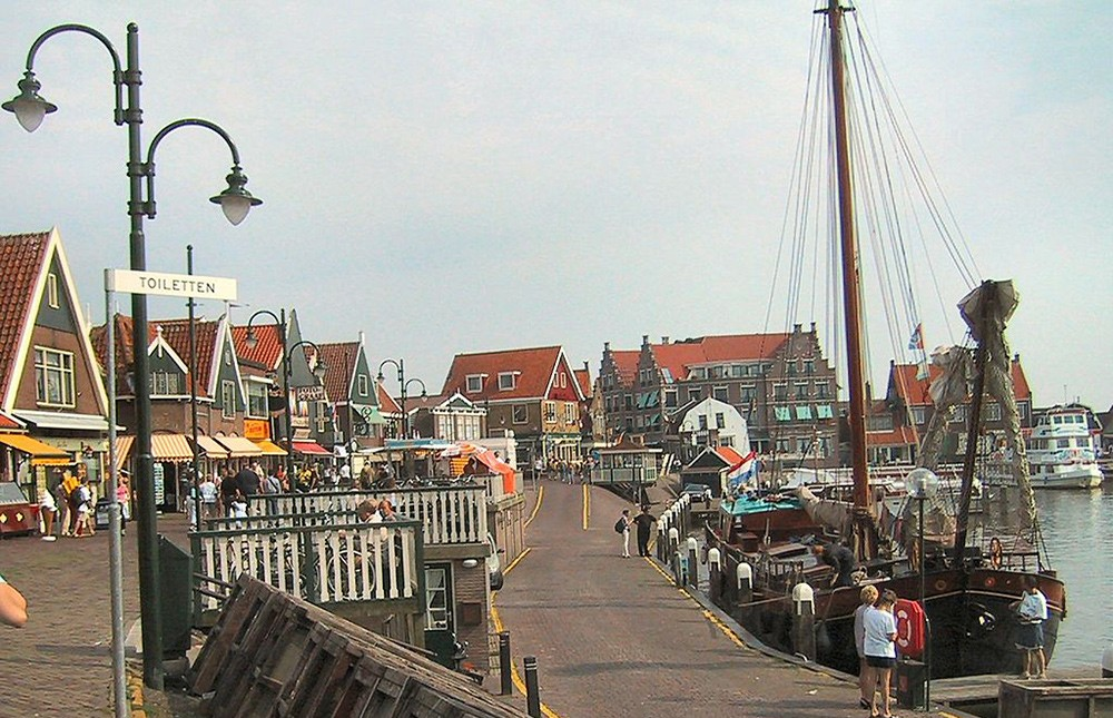 visit Volendam: travel tip in the Netherlands