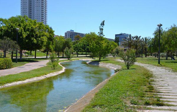 1024px-Jardí_del_Túria_de_València,_riuet
