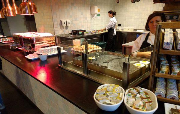 eindhoven_hotel_breakfast_buffet