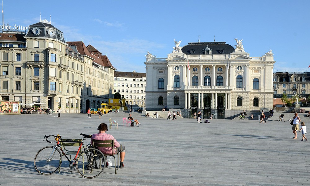 A travel guide to Zürich: the opera house