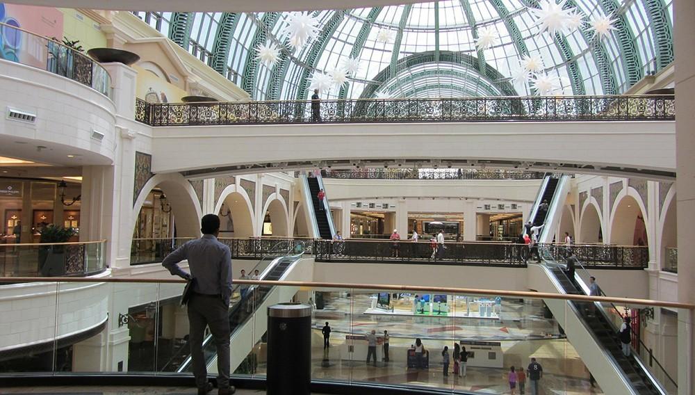 Things to do in Dubai: visit Dubai Mall