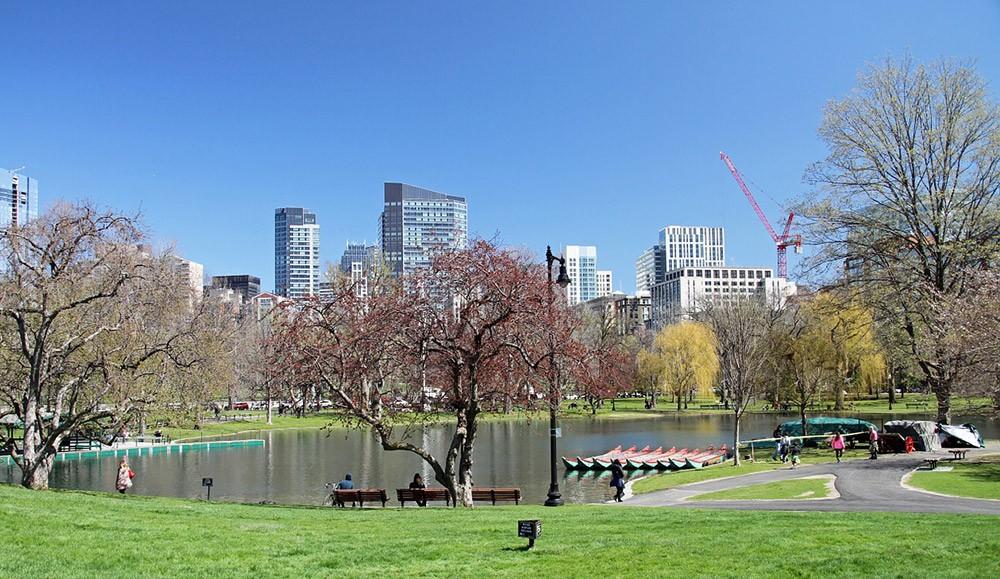 Places to visit in Boston: Boston Public Garden