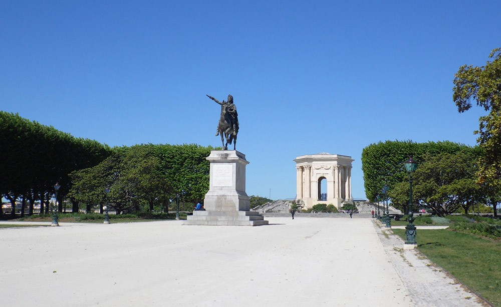 What to do on a short trip to Montpellier: Picnic at Promenade Du Peyrou
