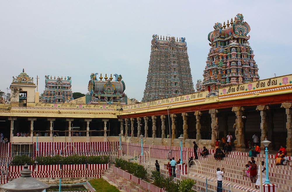 tourist places in Madurai to visit: Meenakshi Amman Temple