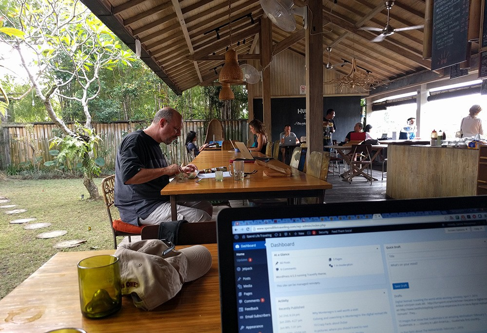 Difficulties working as a digital nomad - coworking space